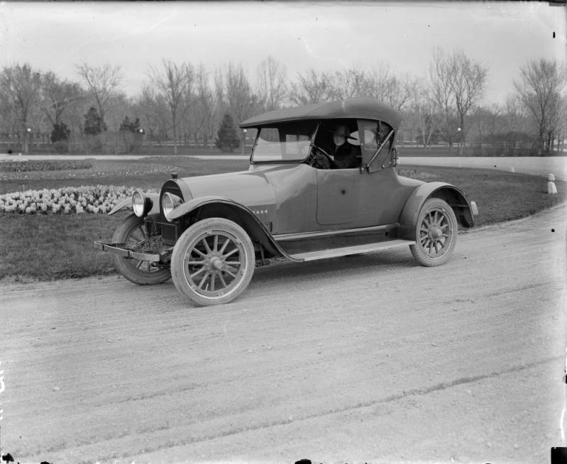 Sedans, Coupes and Tin Lizzies ~ The Early Days of the Automobile ...