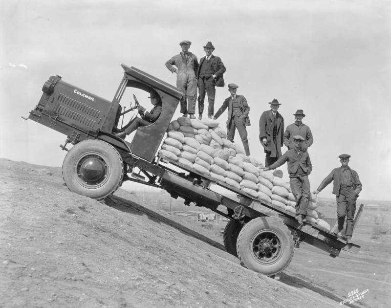 Wow Photo Wednesday ~ Fun With Old Cars | Denver Public Library History